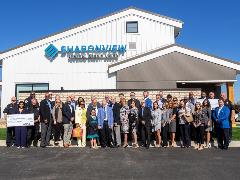 image of Simpsonville community and Sharonview staff at branch ribbon cutting